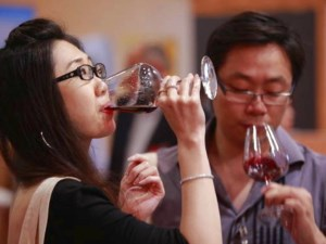 Hong Kong gets a taste of premium Aussie wine at Vinexpo article image
