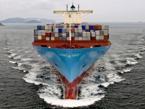 Maersk Line sets record by transporting 17,603 containers article image